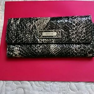 Kenneth Cole reaction snake skin wallet